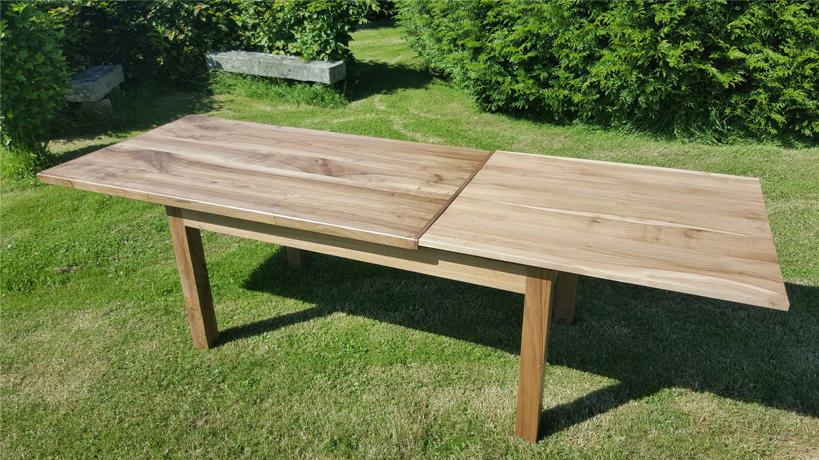 Grabouille - Table en noyer